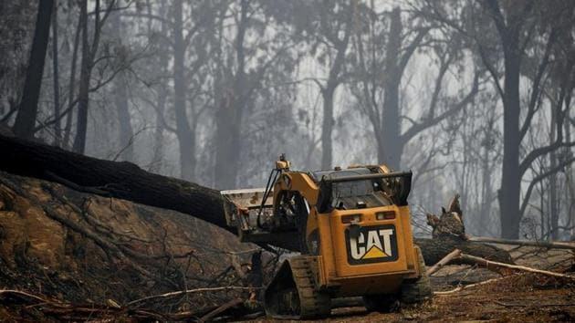 The bushfires have killed at least 27 people, destroyed more than 2,000 homes and burnt 10 million hectares of land.(Reuters)