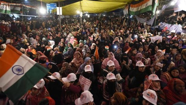 Women protesters who are on an indefinite sit-in against the Citizenship Amendment Act (CAA) and National Register of Citizens (NRC) seen at Shaheen Bagh, in New Delhi.(Burhaan Kinu/HT PHOTO)