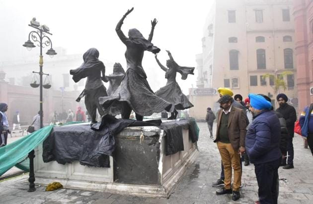 Police inspecting the site where the marble panels of the platform on which statues of folk dancers have been put up on Heritage Street were damaged by vandals in Amritsar on Wednesday.(Sameer Sehgal/HT)