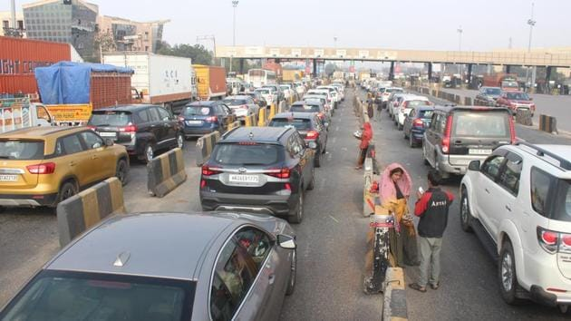 Electronic toll collection at highway plazas has gone up by at least 60%, the transport ministry said.(Yogendra Kumar/HT PHOTO)