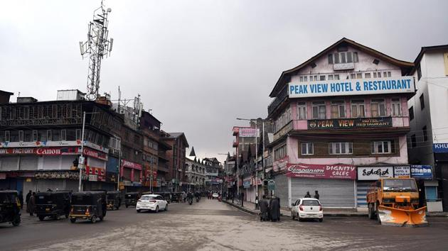 A view of the closed market during the shutdown in Srinagar. Image used for representational purpose.(ANI)