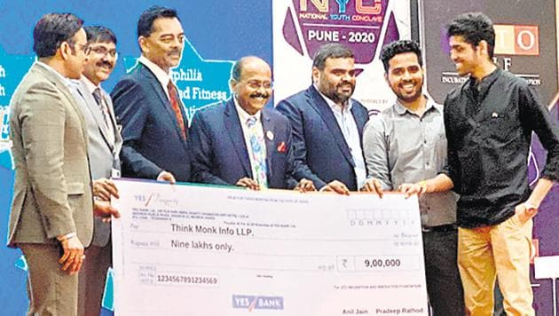 Investors and entrepreneurs celebrate a winning pitch.(HT PHOTO)
