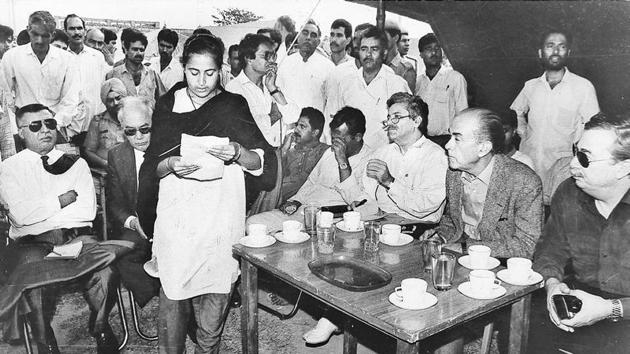 A woman reads a letter of distress to envoys of 11 countries during their visit to migrant camps in Jammu in May, 1994