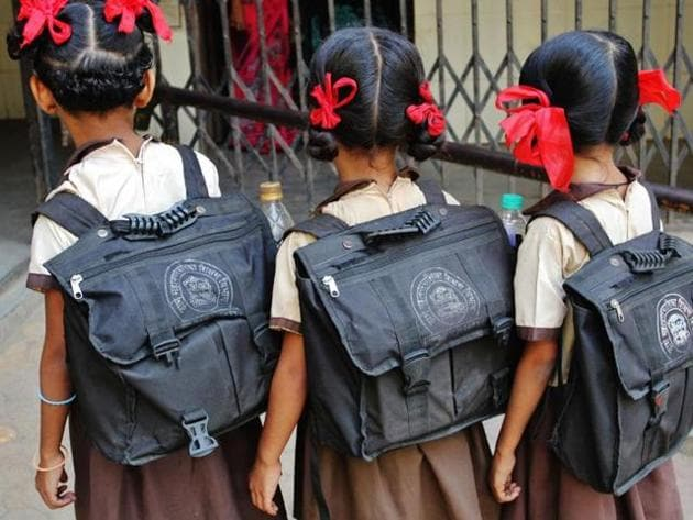 Maharashtra is struggling to implement its five-year old policy on school bags.(HT photo)