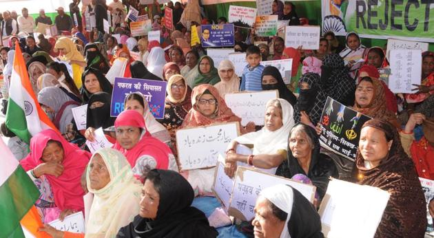 Muslim women protesting against the CAA, NRC during an indefinite dharna at Kadru in Ranchi which began on Monday.(Diwakar Prasad/ HT Photo)