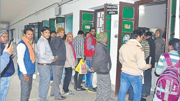 The uncle of the two boys alleged that village development officer and head had demanded Rs 500 for each birth certificate for which he had applied online two months ago.(HT File / Representational Photo)