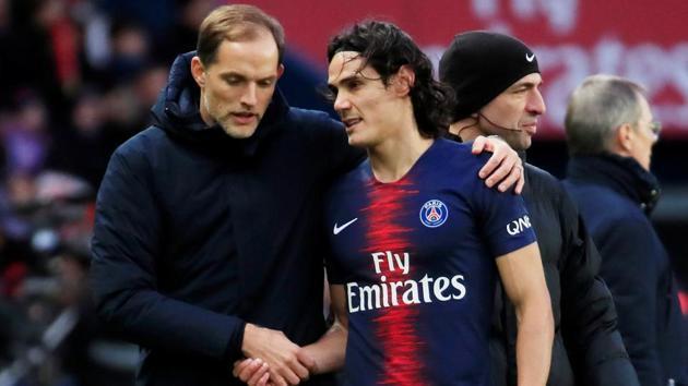 Paris St Germain coach Thomas Tuchel talks to Edinson Cavani.(REUTERS)
