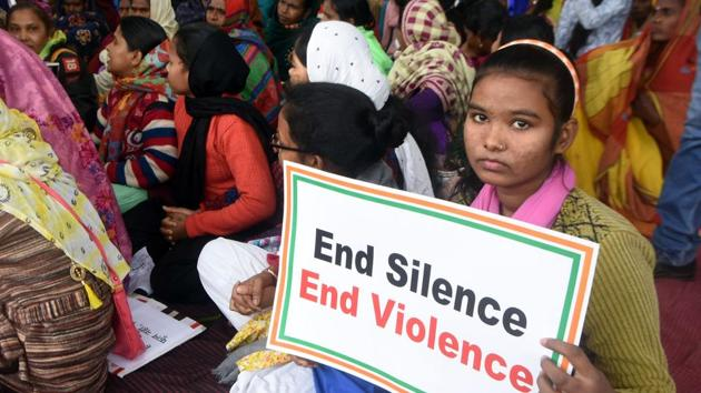 Various women's organisations demonstrate against increasing crimes against women and incidences of rape in the country, at Kargil Chowk in Patna, Bihar.(Parwaz Khan /HT PHOTO)