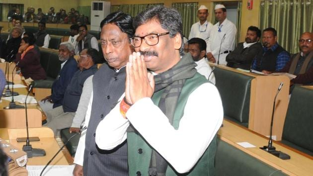 Jharkhand chief minister Hemant Soren took oath as CM on December 29 along with three ministers — two from the Congress and one from the RJD. He was due to expand his cabinet on Friday.(HT PHOTO.)