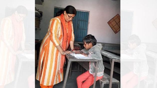 The lone, 'pricey' student, Jhanvi Kumari, gets special attention of the two teachers.(HT)