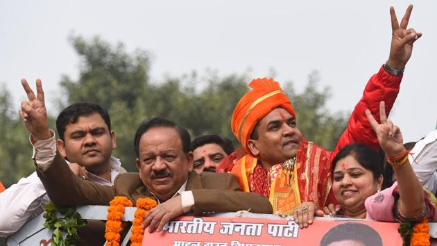 BJP candidate from Model Town Kapil Mishra along with Union Minister of Health and Family Welfare Harsh Vardhan during a road show before filing the nomination for the upcoming Delhi assembly election on January 21.(Sanchit Khanna/HT Photo)