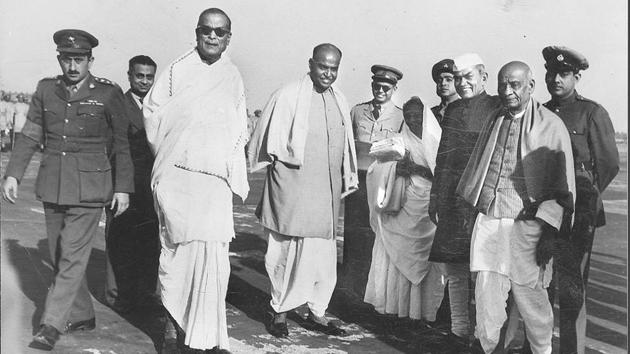 15 January 1950 - Sardar Patel is seen with Dr Kailash Nath Katju Governor of west Bengal, Dr Syama Prasad Mookerjee and Dr Bidhan Chandra Roy on his arrival at Dum Dum Aerodrome Calcutta(HT Photo)