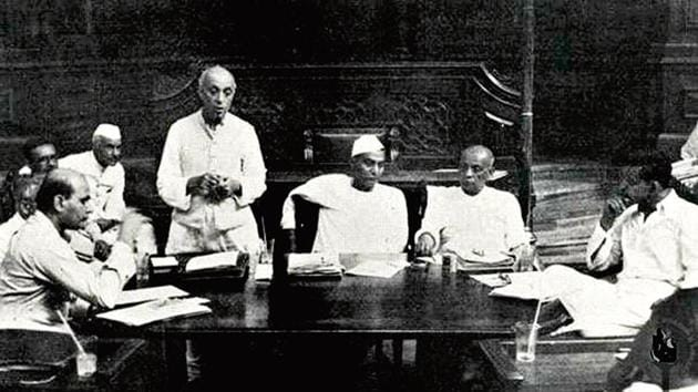 Jawaharlal Nehru addressing a meeting of a committee of the Constituent Assembly in New Delhi, 1949.(Alamy Stock Photo)