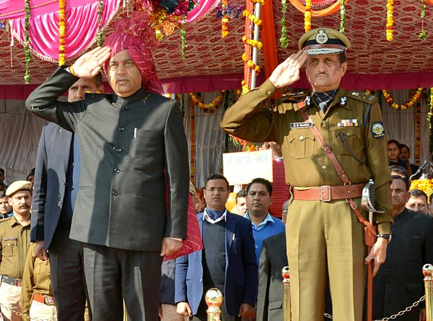 Chief minister Jai Ram Thakur inspecting the parade during Himachal Statehood Day programme at Jhanduta in Bilaspur district.(HT Photo)