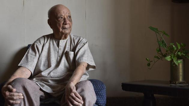 Vasant Raiji at his residence in Walkeshwar in Mumbai.(Hindustan Times)