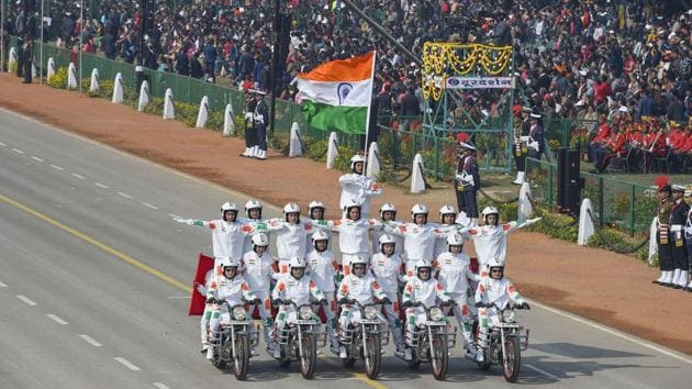 New Delhi: 21 women bikers of the CRPF perform a daredevil stunt to make a human pyramid on motorcycles during the 71st Republic Day Parade at Rajpath in New Delhi(PTI)