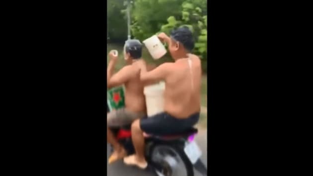 The video prompted police action who tracked down the men.(Facebook/Giao Thông)