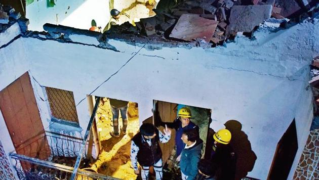 Rescue operation underway at the spot of a building collapse at Bhajanpura, in New Delhi on Saturday.(Photo by Sanchit Khanna / Hindustan Times)