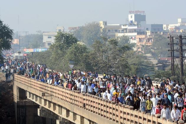 People visit Vijay stambh walk on the bridge over the river Bhima of Bhima Koregaon in Pune, on Wednesday, January 1, 2020.(Photo by Shankar Narayan/HT PHOTO)