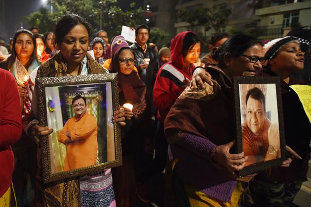 Relatives of Gaurav Chandel seen during a candle march demanding justice for him. Chandel was found dead on January 7, near his house with his phones, car and other valuables missing from the spot.(Virendra Singh Gosain/HT PHOTO)