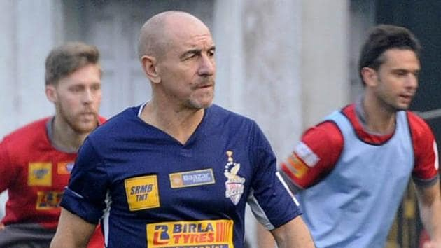 Antonio Habas the chief Coach of Atletico De Kolkata during their training session at Central Park.(Subhendu Ghosh / Hindustan Times)