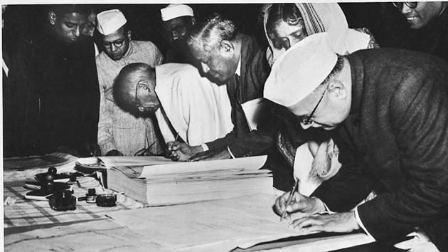The Nation's elected leaders at work on the constitution which free India should have been appearing in the picture are BR Ambedkar, Sarat Chandra Bose, Vallabhbhai Patel, BG Kher, Kanaiyalal Maneklal Munshi and Frank Anthony(HT Photo/ Archive)