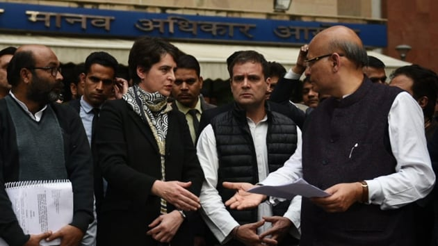 Priyanka Gandhi with Rahul Gandhi talking to media persons after meeting NHRC in Delhi(Vipin Kumar/ HT Photo)