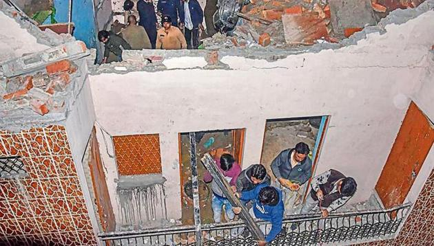 Five people - four children and one teacher - were killed when a portion of an under-construction tuition centre in Delhi's Bhajanpura collapsed on the evening of Jan 25, 2020.(HT Photo)