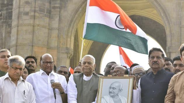 Former Union finance minister Yashwant Sinha's 'Gandhi Shanti Yatra' had started from Mumbai on January 9.(Satish Bate/HT Photo)