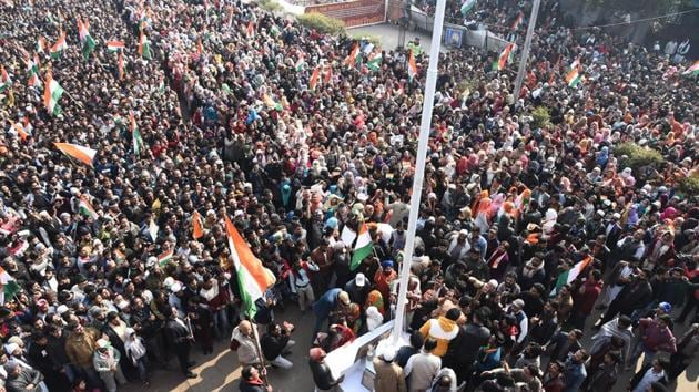 A massive crowd gathers to celebrate the 71st Republic Day at the site of an indefinite sit-in against the NRC, CAA and NPR in Shaheen Bagh, New Delhi on Sunday, January 26, 2020.(HT Photo)
