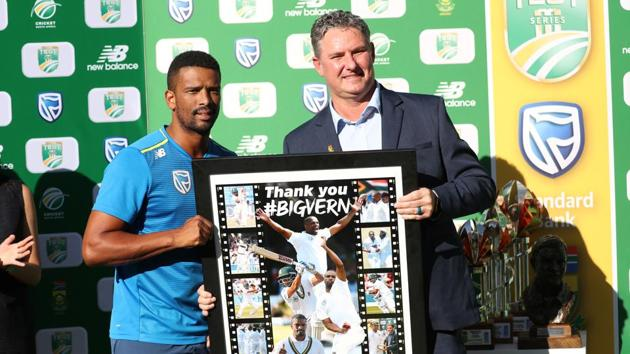 South Africa's Vernon Philander poses for a photograph as he is presented with a picture after retiring from international cricket.(REUTERS)