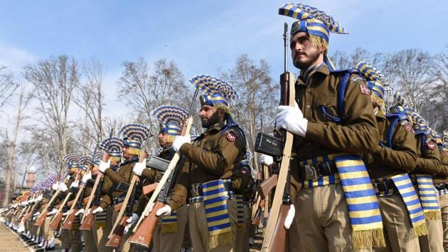 Jammu and Kashmir Police march past during full dress rehearsal for the Republic Day parade at Sher-e-Kashmir Stadium.(Waseem Andrabi / Hindustan Times)