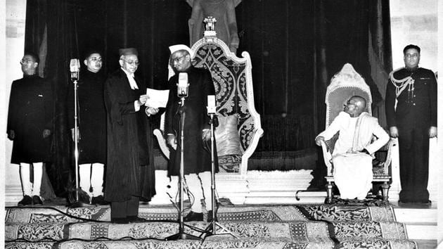 Chief Justice HJ Kania Administering the Oath of office Rajendra Prasad first President of the republic of India in the Durbar Hall Rashtrapati Bhavan.(HT Photo)