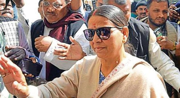 Rabri Devi was accompanied by her elder daughter Misa Bharti while visiting her husband Lalu Prasad at the RIMS hospital in Ranchi.(HT Photo)