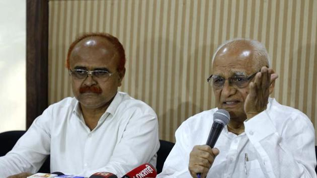Former Bombay High Court judge BG Kolse Patil (right), one of the organisers of the Elgar Parishad conclave, addresses the media in Pune on Tuesday.(HT Photo)