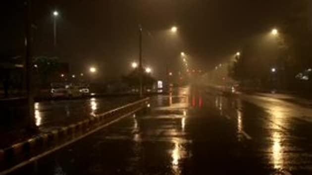 Rain lashed parts of Delhi on Tuesday.(ANI Twitter)