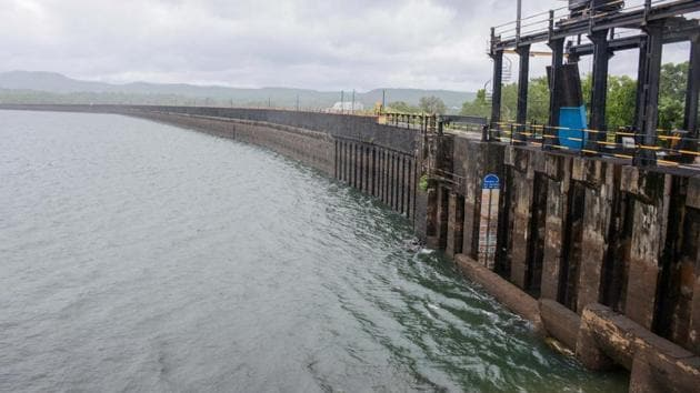 PMC commissioner Shekhar Gaikwad has proposed purchasing a dam instead of paying huge water fees and fighting over water.(HT/PHOTO)