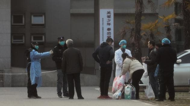 Medical staff and security personnel stop patients' family members from being too close to the Jinyintan hospital, where the patients with pneumonia caused by the new strain of coronavirus are being treated, in Wuhan, Hubei province, China January 20, 2020.(REUTERS)