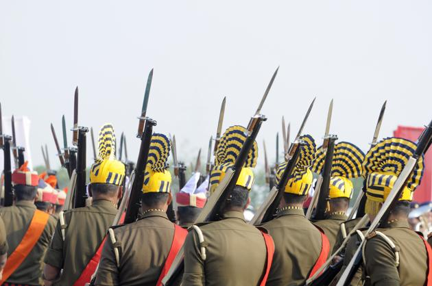 Defence personnel hold rifles at police line in Greater Noida. Image used for representational purpose only.(Photo by Sunil Ghosh / Hindustan Times)