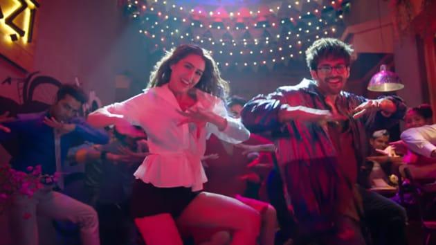 Sara Ali Khan and Kartik Aaryan in a still from Love Aaj Kal song Haan Main Galat.