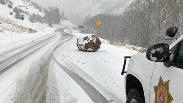 """Twitter can't keep calm about this """"large boulder the size of a small boulder"""".(Twitter/@SheriffAlert)"""