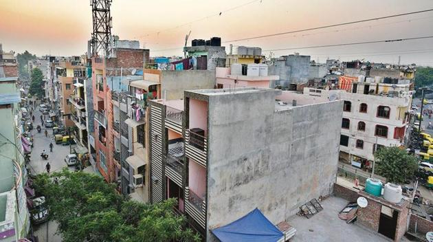 For registry of their properties with the Delhi government's revenue department, residents of unauthorised colonies have to get a conveyance deed from DDA.(HT File)