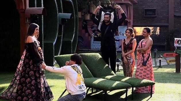 Bigg Boss 13: Himanshi Khurana-Asim Riaz's wedding proposal called 'drama'  by viewers as she asks for time | Hindustan Times