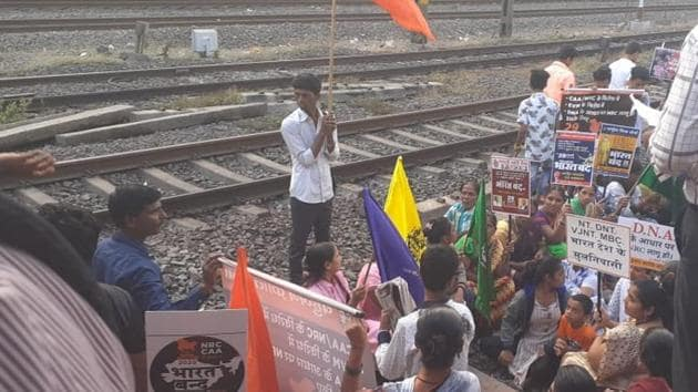 Around 150 people blocked the railways tracks in front of a CSMT bound local train on Wednesday.(HT Photo)