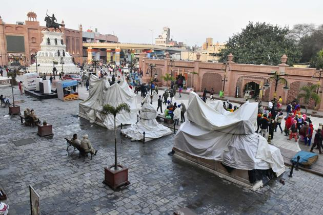 Covered statues(Sameer Sehgal)