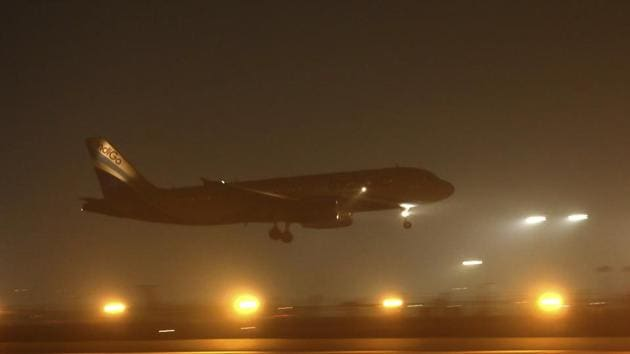 An air plane lands amidst evening smog at the Delhi airport in New Delhi, India.(Photo: AP)