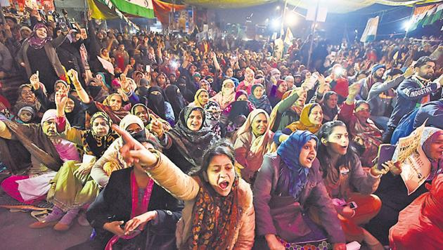 Women shout slogans during a protest against CAA, NRC and NPR at Shaheen Bagh, New Delhi,Saturday, January 18, 2020.(Sanjeev Verma/HT PHOTO)