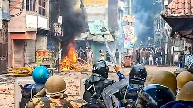 Police personnel clash with protestors demonstrating against the Citizenship Amendment Act (CAA) in Rampur.(PTI)