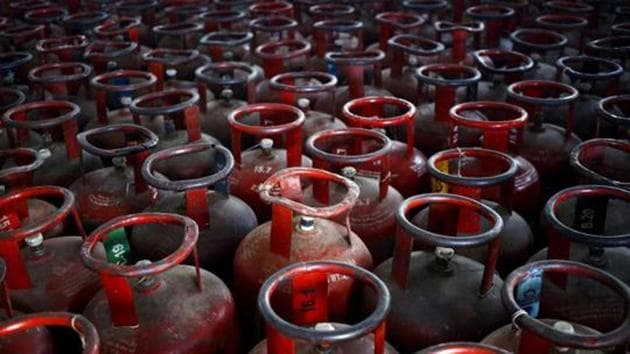 The oil marketing companies (OMCs) incurred gross under-recoveries of Rs 43,300 crore in FY19, of which LPG accounted for Rs 31,500 crore (73 per cent).(Reuters File Photo)