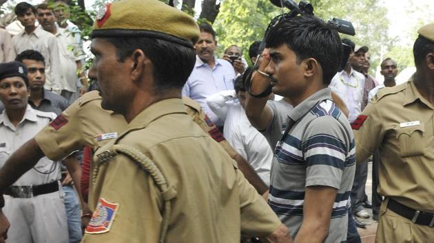 Akshay Thakur on his way to court in Delhi in this file photo.(Sonu Mehta/Hindustan Times)